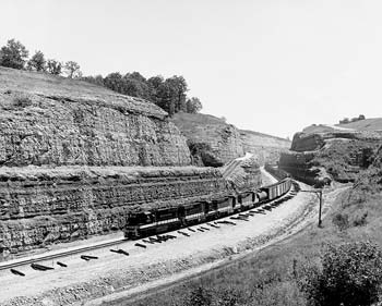 Between wet and freezing weather, extremely hard rocks and union disputes, V&G's three 1960s Kentucky railroad projects faced many daunting challenges. The successful completion of the projects earned V&G a reputation as a trusted and innovative contractor.